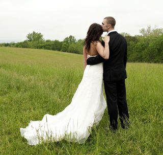 Jenna and Chris on the meadow in Waterford in Loudoun County Virginia